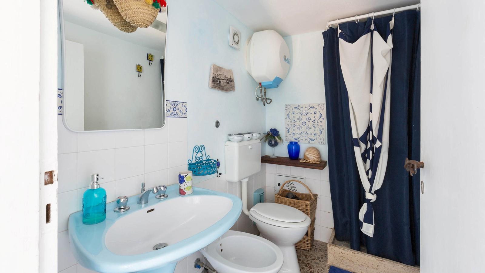 vacanze ostuni casa claudio bagno