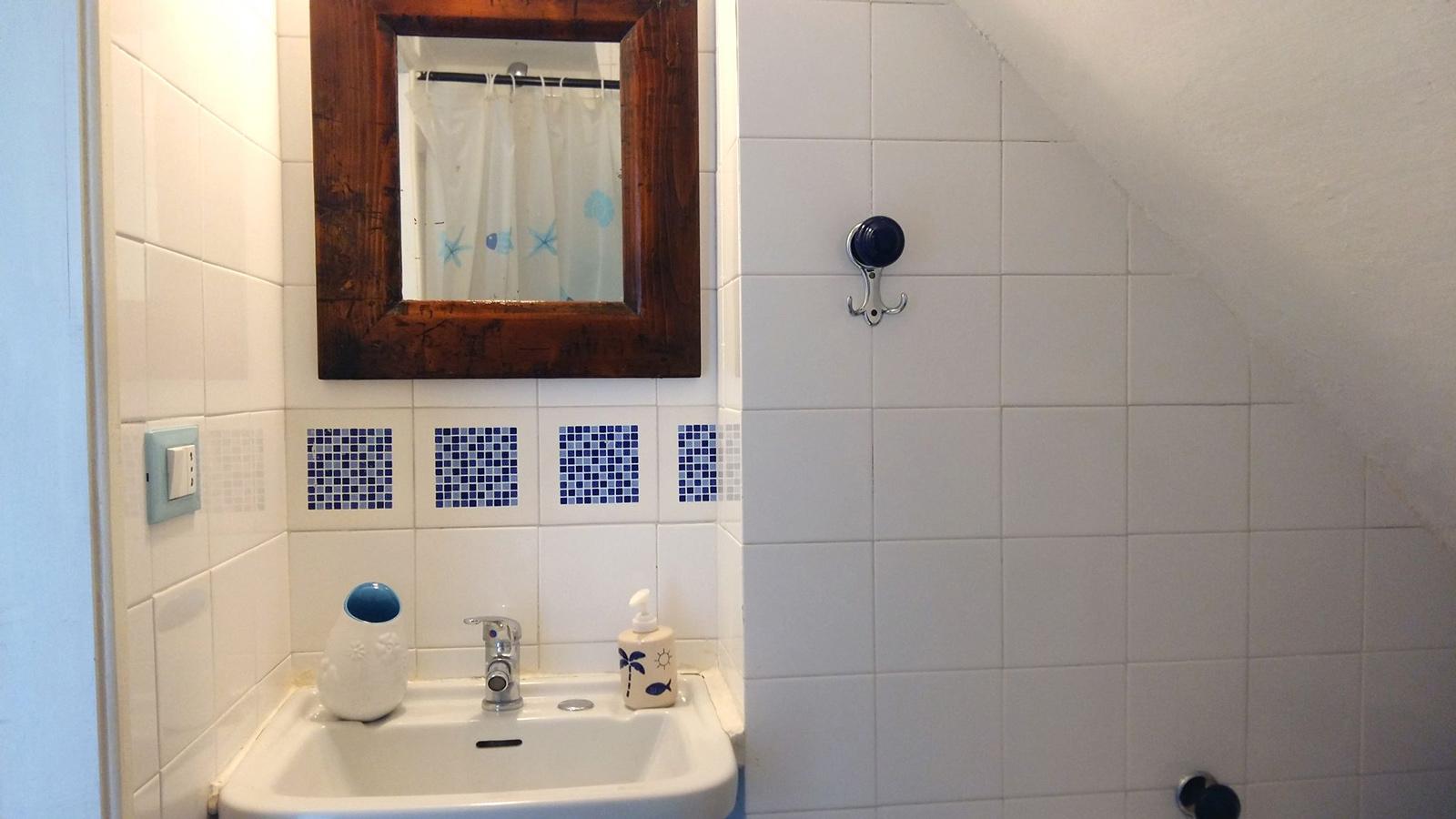 vacanze ostuni casa giovanna lavabo