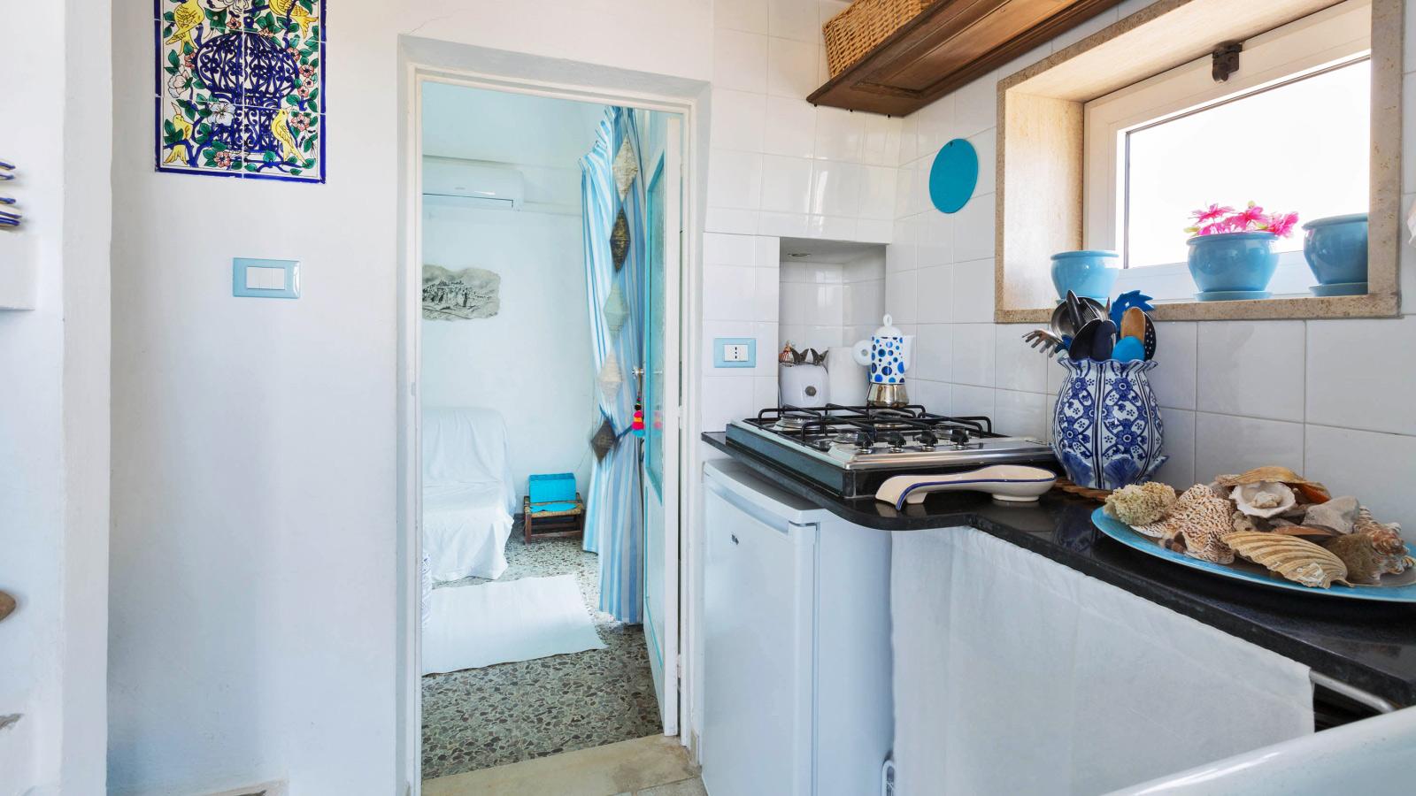 vacanze ostuni casa lorenzo cucina