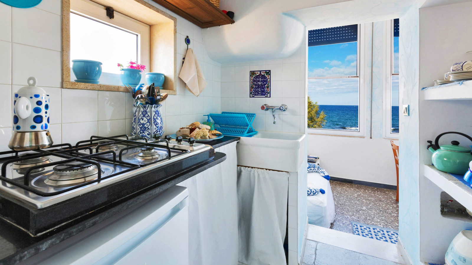 vacanze ostuni casa lorenzo cucinino