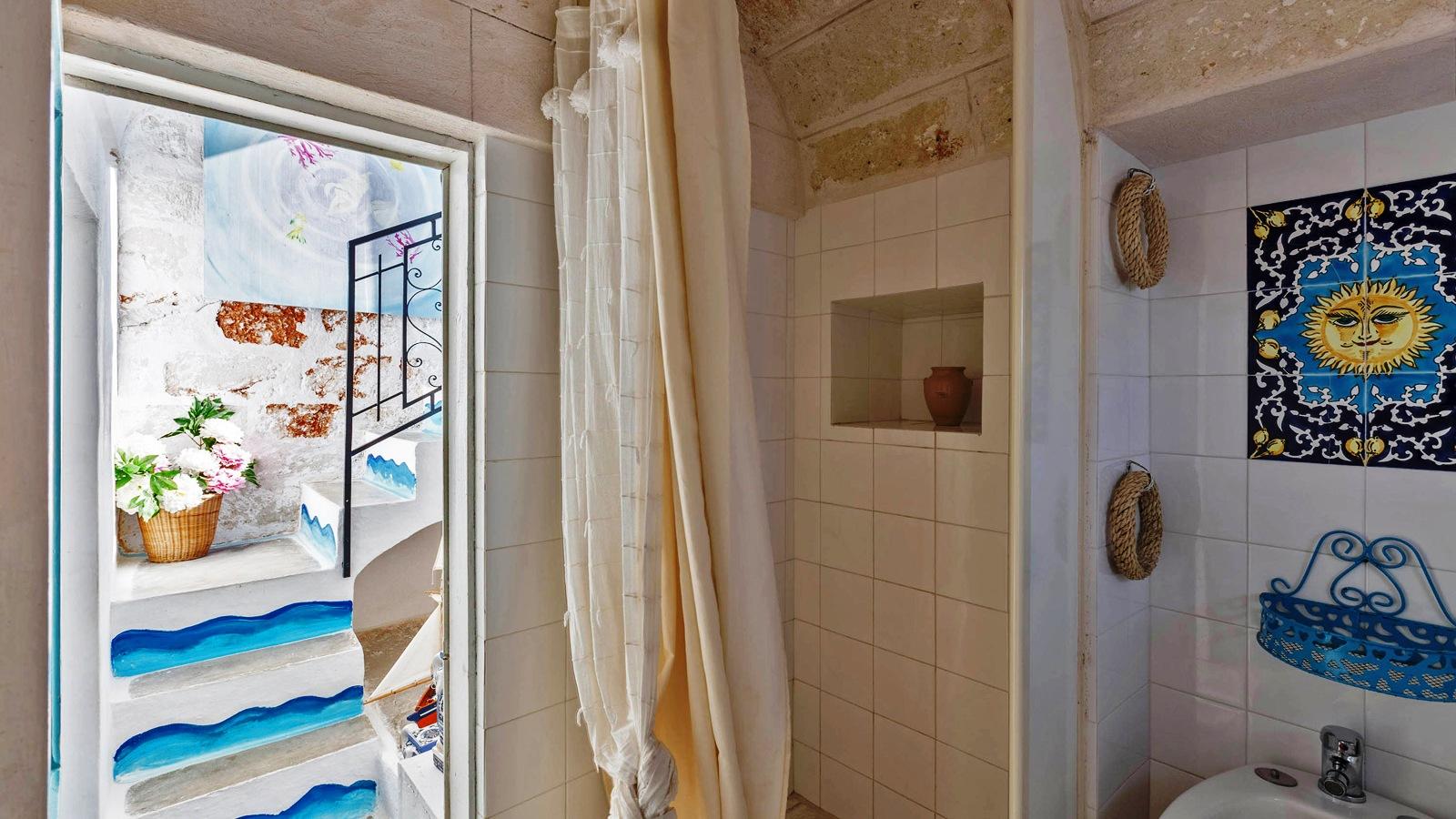vacanze ostuni casa lorenzo doccia