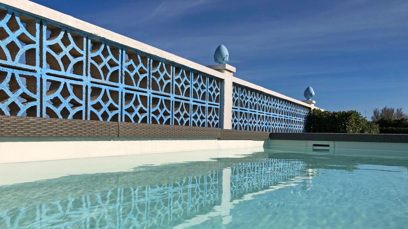piscina sul mare di Ostuni